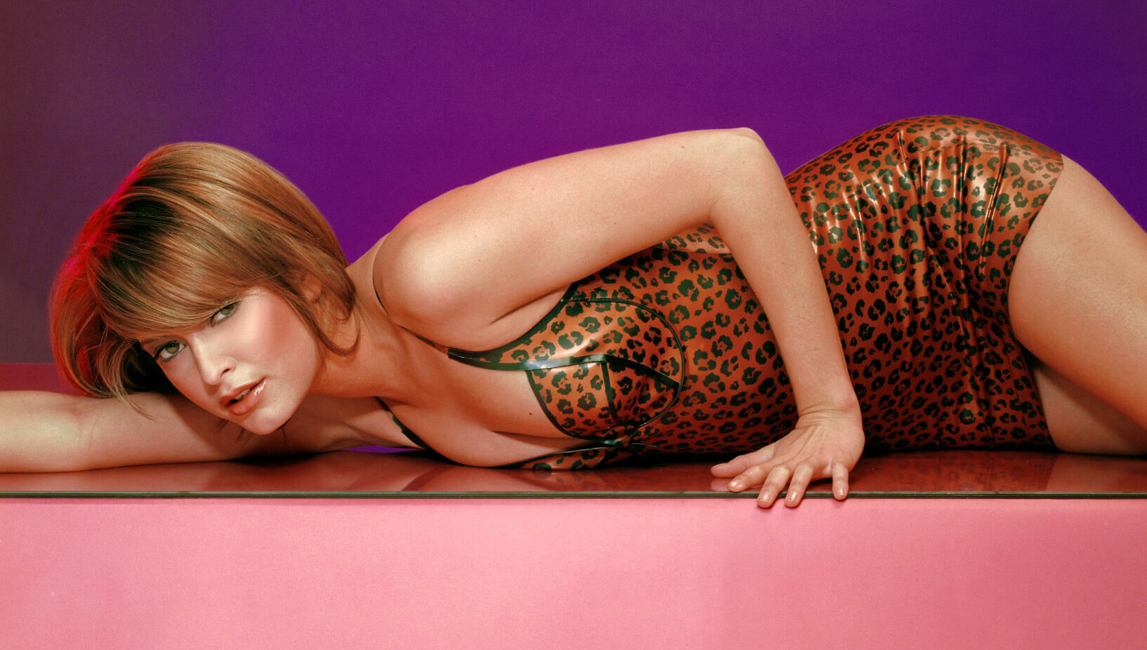 Holly Valance в латексе