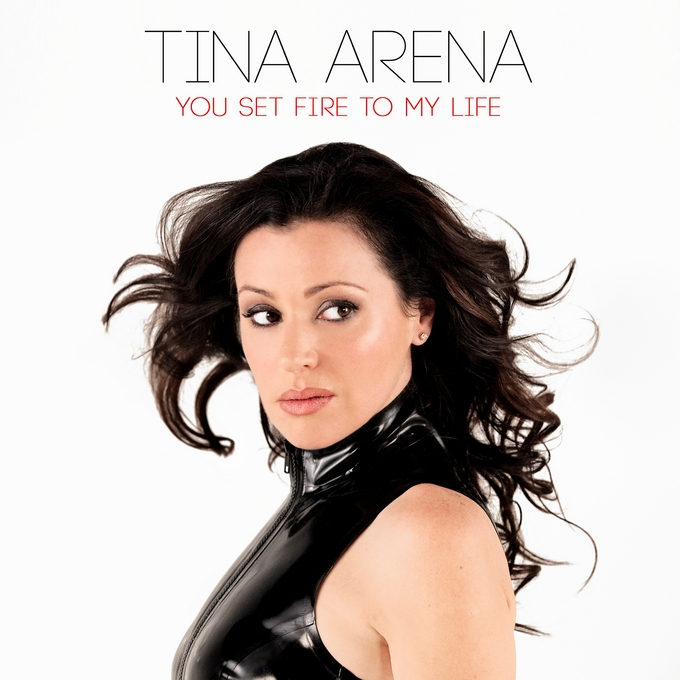 Латекс в видео You set fire to my life от Tina Arena