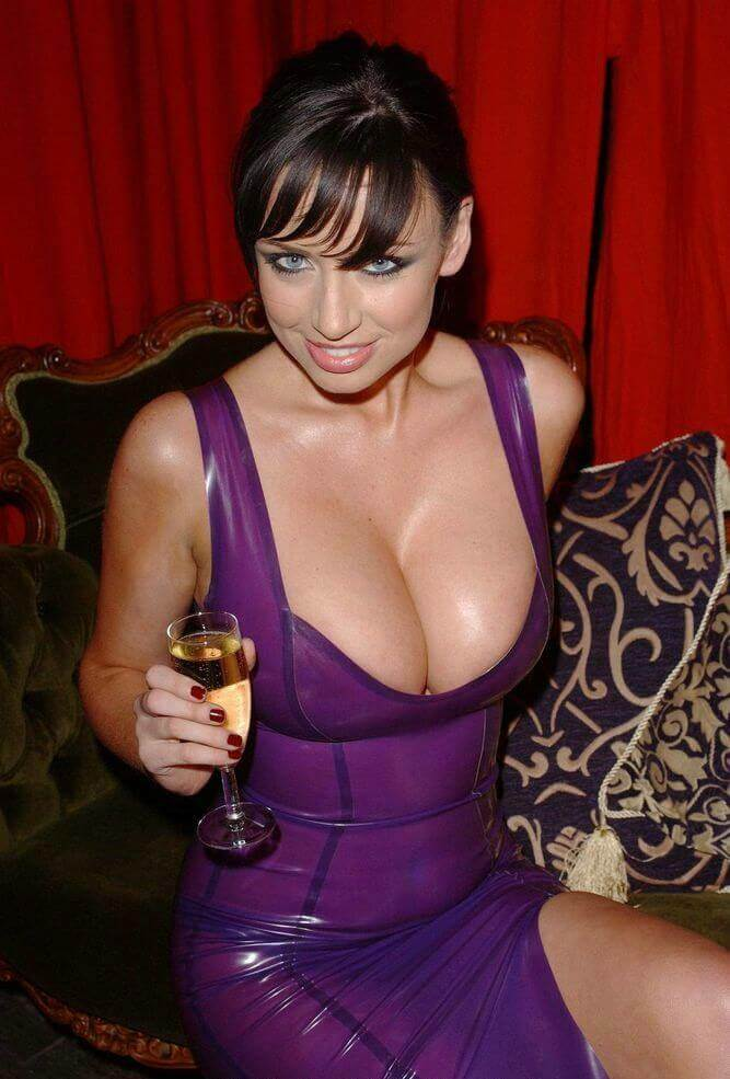 Sophie Howard в латексе